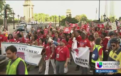 Preocupa a padres de familia un posible paro de maestros en Chicago
