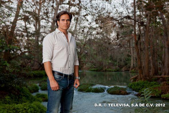 Daniel Arenas también quiere llevarse este TVyNovelas a su casa p...