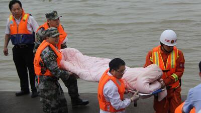 Casi quinientos pasajeros están desaparecidos tras naufragio en China