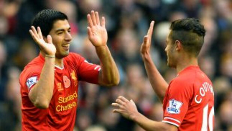 Luis Suárez le hizo dos goles al Fulham.