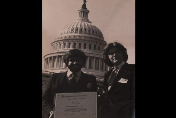 Jaime recibió un premio el el Capitolio del World Population Institute.