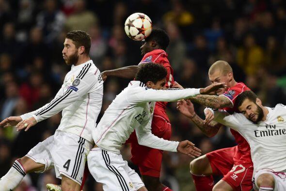 Con solitario gol de Benzema, Real Madrid derrotó al Liverpool qu...