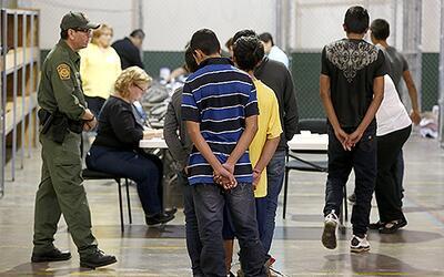 Inmigrantes indocumentados cenrtroamericanos en un centro de detenci&oac...