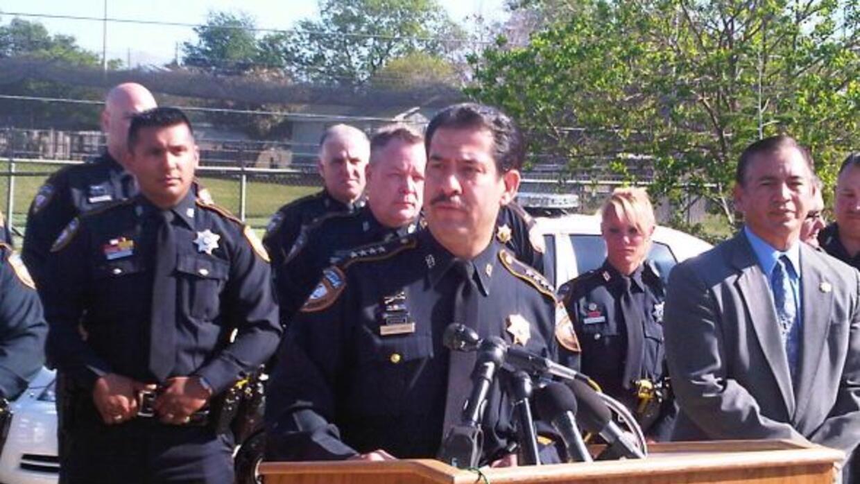 El Alguacil del Condado Harris, Adrián García, anunció la contratación d...