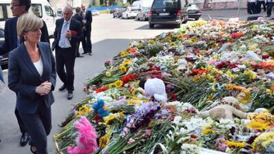 Llegan más cuerpos de víctimas del MH17 a Holanda