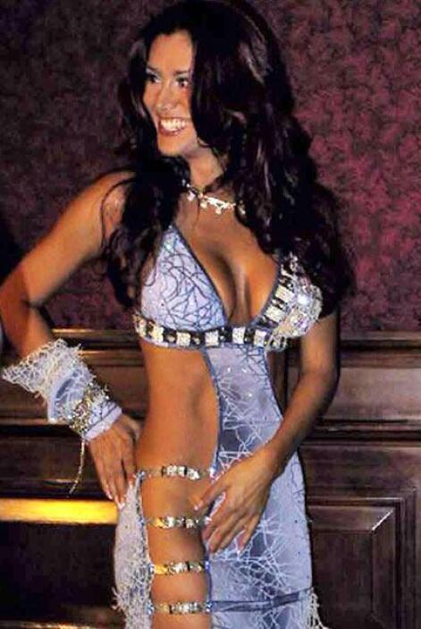 Decir que esto es un vestido es como ofrecer un bombón asesino que ni ti...
