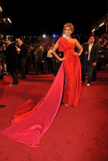 2. Ana Bárbara- Sí, sí, sí. Esto es lo que yo llamo un vestido con glamo...