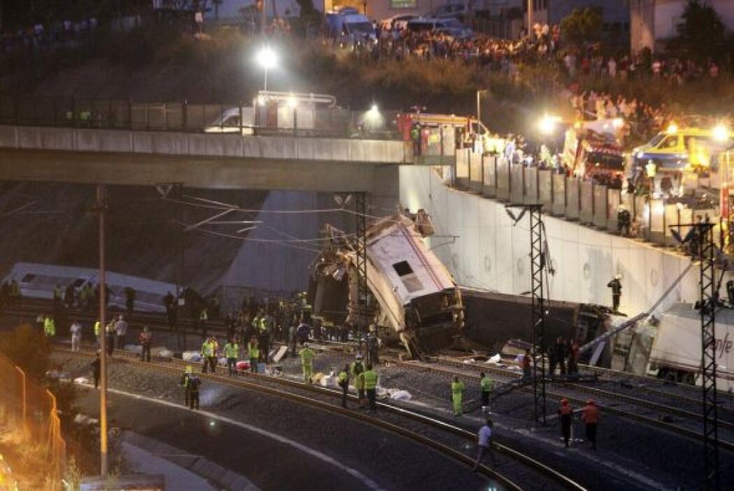 Algunos testigos han dicho a los medios locales que el tren se salió de...