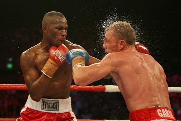 En la misma cartelera, Kariz Kariuki y Garth Wood pelearon por el t&iacu...