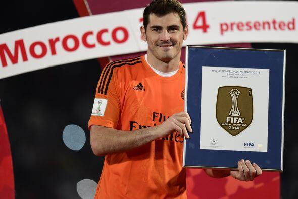 Iker Casillas se fue con la portería limpia y se llevó un reconocimiento...