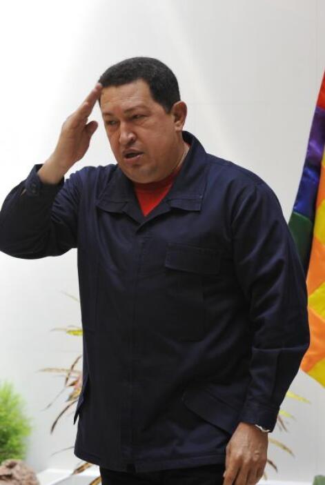 Chávez fue intervenido de emergencia en Cuba por un absceso pélvico. Lue...