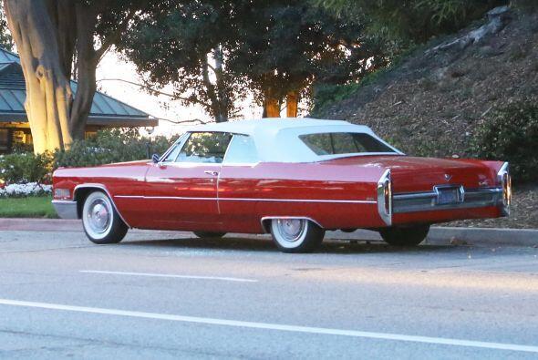El vehículo convertible de color rojo tenía las ventanas d...