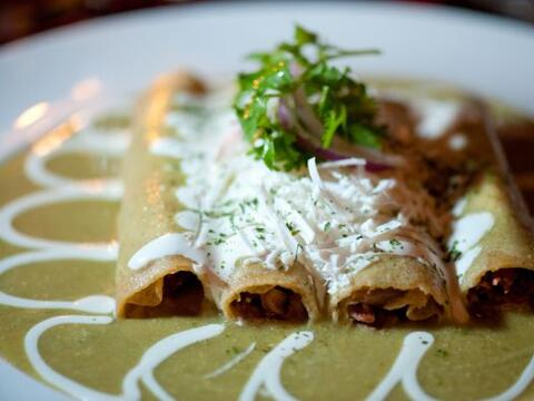 ENCHILADAS VERDES - Uno de los platos que cualquier mexicano debe probar...