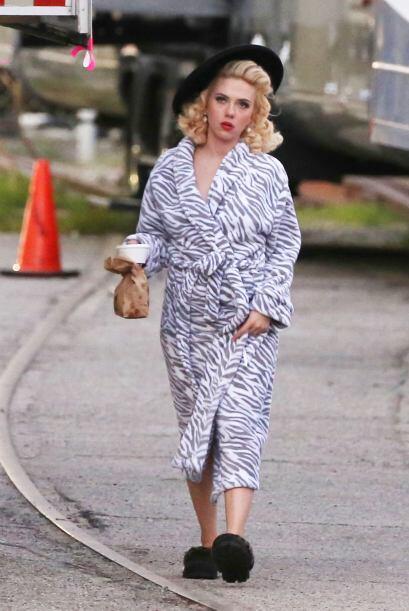 La actriz se puso una bata muy original.
