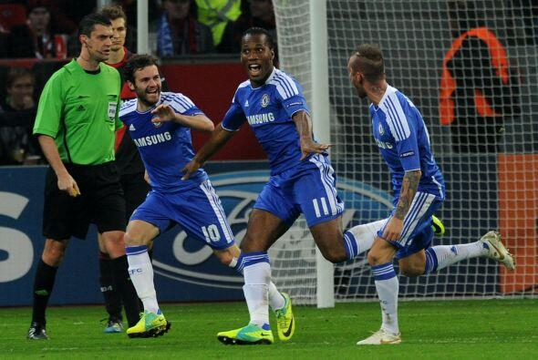 Otro club inglés vio acción, el Chelsea en casa del Bayer...