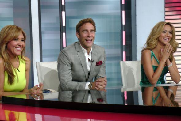 Carlos de la Mota llegó al show muy feliz porque está debutando como can...