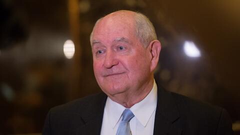 El exgobernador de Georgia Sonny Perdue sería nominado por Trump para oc...