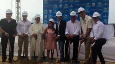 Marc Anthony arranca la construcción de su segundo orfanato.