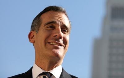 Alcalde de Los Ángeles expide directiva que prohíbe a autoridades realiz...