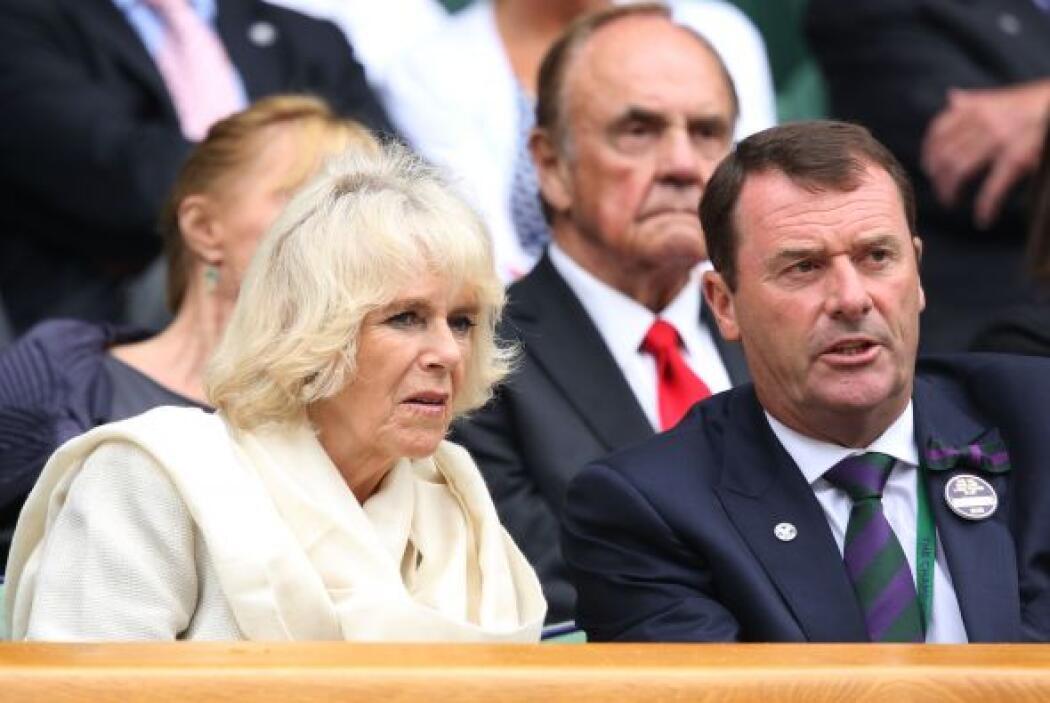 Camilla, la duquesa de Cornwall, disfrutando del tenis en el Court Centr...