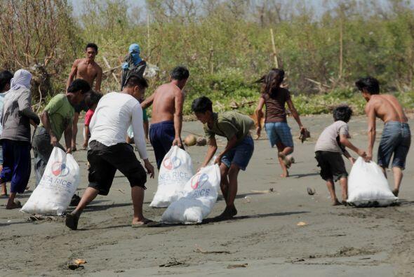 UNICEF estima que en el área por donde pasó el tifón viven 1.7 millones...