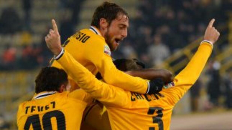 Los jugadores de Juventus celebran el gol de Chiellini.