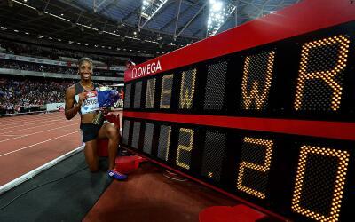 Kendra Harrison con su nueva marca del mundo de 100 metros con vallas.