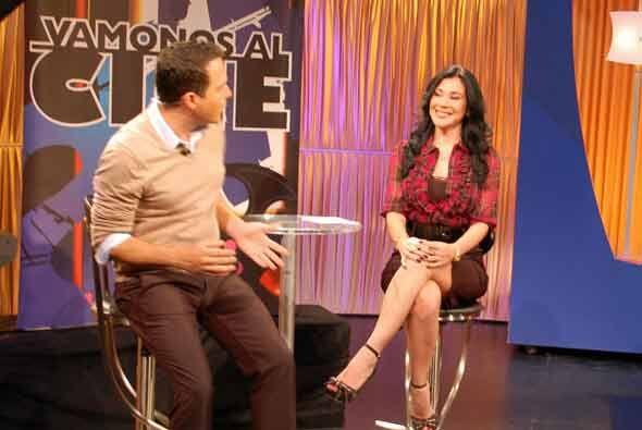 Claudia López llegó con su segmento Vámonos al Cine, la sexy reportera s...