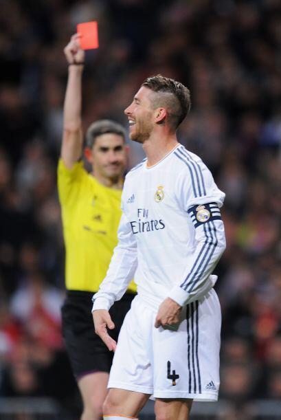 El árbitro decidió expulsar a Sergio Ramos, el autor de es...