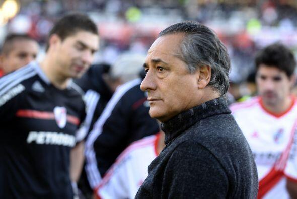 El rostro del técnico López lo dice todo, su futuro como e...