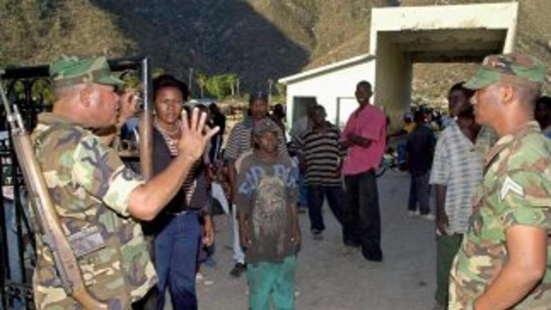 Autoridades militares informaron que el agente de la Policía traficaba s...