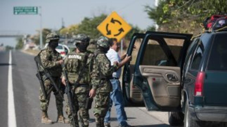 Militares mexicanos reforzaron la seguridad en el estado de Michoacán.