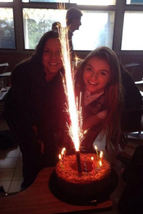 La bella Sofia Castro estuvo anunciando tooodo el día su cumpleaños por...