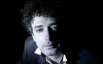 En 2010 el cantante sufrió un accidente cerebro-vascular que lo dejó en...