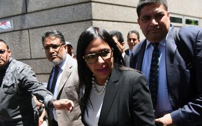 Canciller venezolana protagoniza escándalo tras intentar entrar a la fue...