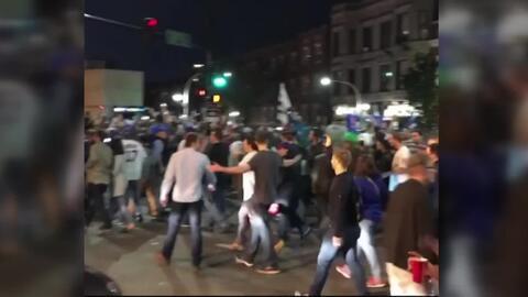 Las calles de Chicago se llenan de fanáticos tras la histórica llegada d...