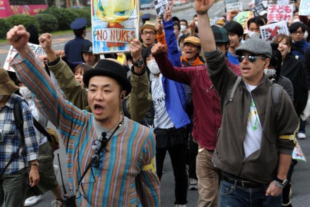 Este domigo, miles de manifestantes marcharon por la capital de Japón pa...