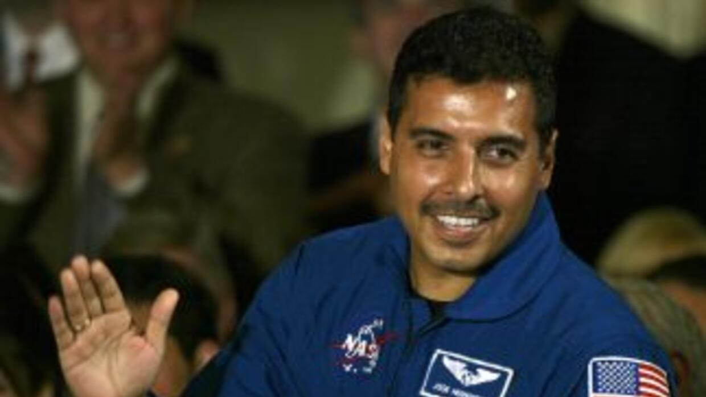 El astronauta de origen mexicano José Hernández dejó de laborar para la...