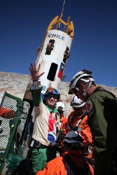El minero Carlos Barrios Contreras fue rescatado en el número 13 sin con...