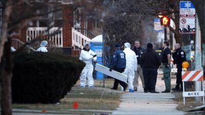 Autoridades trabajan en la casa donde encontraron lo seis cadáveres