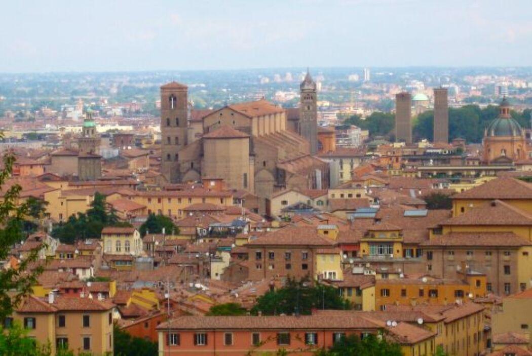 Imágenes de la visita de la periodista Lourdes del Río a Bologna, Italia.