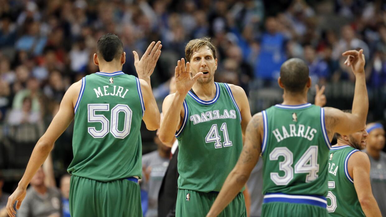 Dallas venció 129-103 a los 76ers