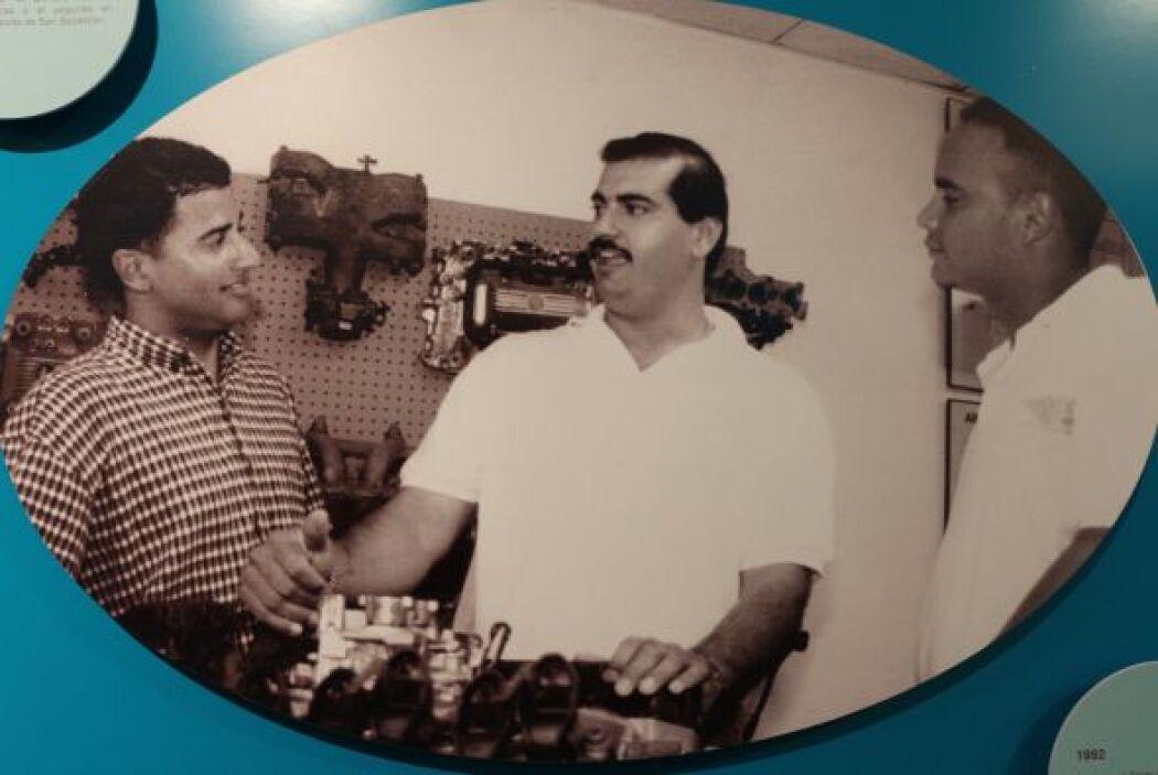 1992- Comienza el Grado Asociado en Tecnología Electrónica Automotriz. J...