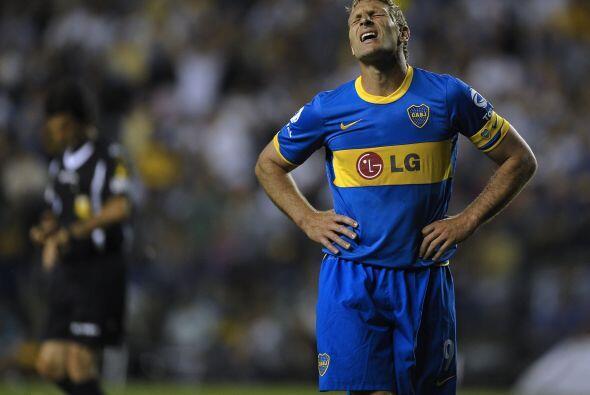 Se lamenta Martín Palermo por la derrota. Boca quedó lejos...