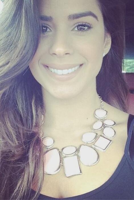 Rumbo a Univision con una enorme sonrisa en el rostro.