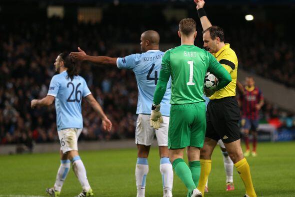 El árbitro no lo dudo, pitó penalti y De Michelis se fue a...