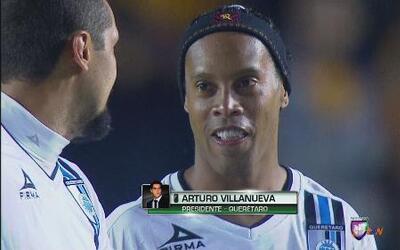 """Arturo Villanueva: """"Ronaldinho no sale del Querétaro"""""""