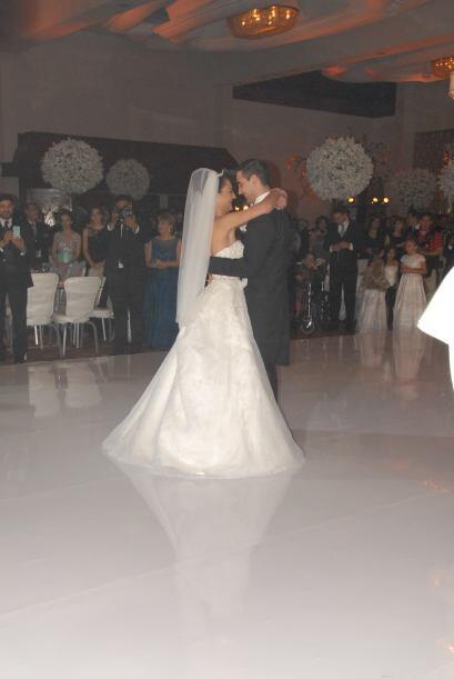El primera baile de la pareja fue muy emotivo.