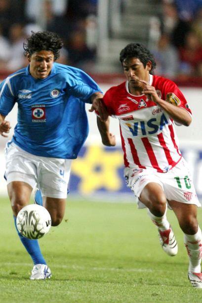 En el Invierno 2001, Cruz Azul perdió 2-0 ante Necaxa en el parti...