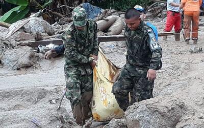 En video: Más de 100 muertos por deslaves en el sur de Colombia